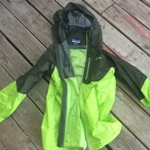 Men's Patagonia lightweight green colorblock shell